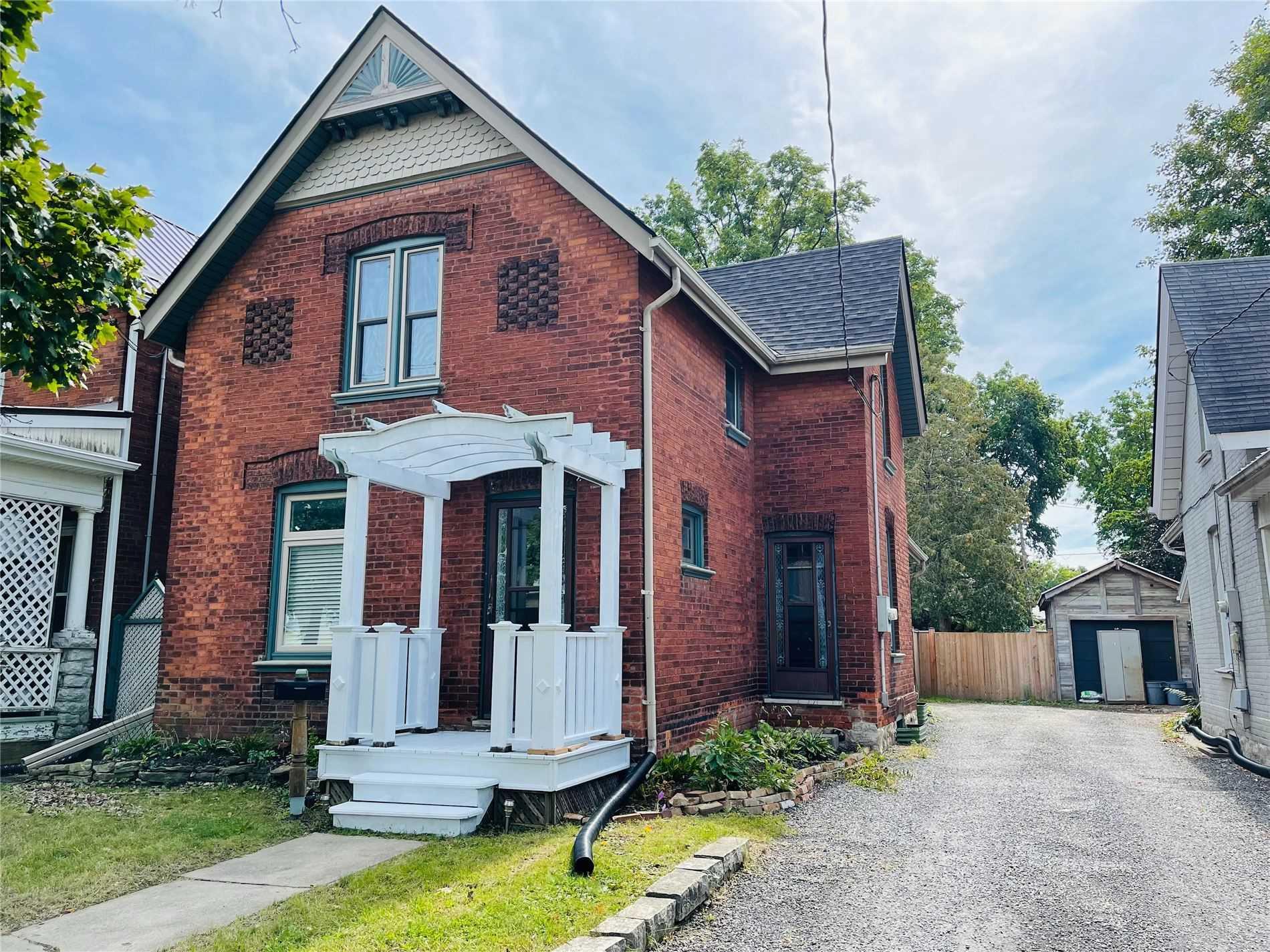 Detached house For Lease In Brantford - 19 Port St, Brantford, Ontario, Canada N3S1X9 , 4 Bedrooms Bedrooms, ,2 BathroomsBathrooms,Detached,For Lease,Port
