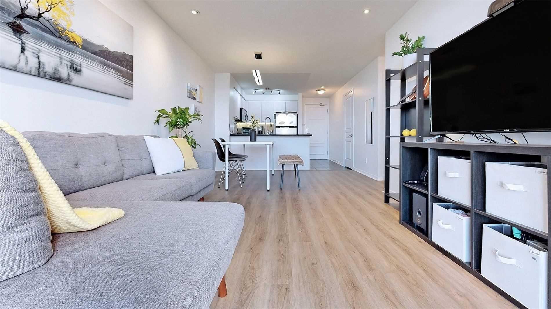 Condo Apt For Sale In Richmond Hill , 2 Bedrooms Bedrooms, ,1 BathroomBathrooms,Condo Apt,For Sale,Lph12,Red Maple