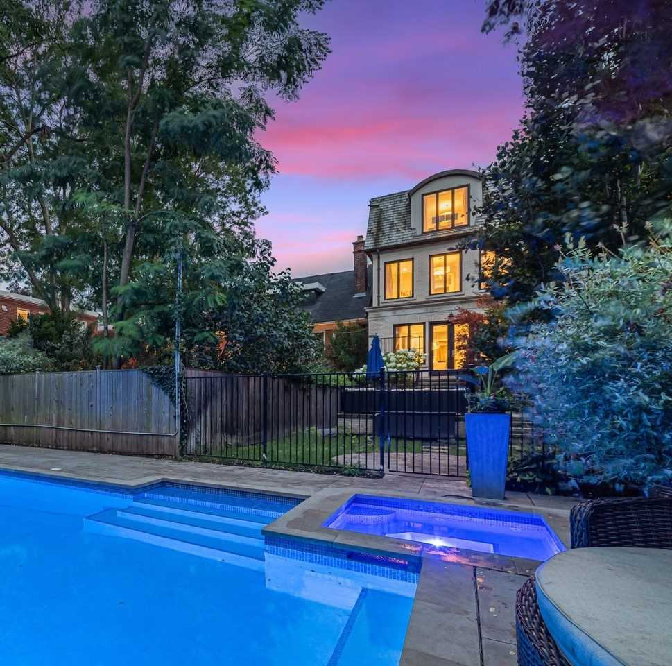 110 Heath St, Toronto, Ontario M4V1T6, 3 Bedrooms Bedrooms, 8 Rooms Rooms,5 BathroomsBathrooms,Semi-detached,For Sale,Heath,C5373567