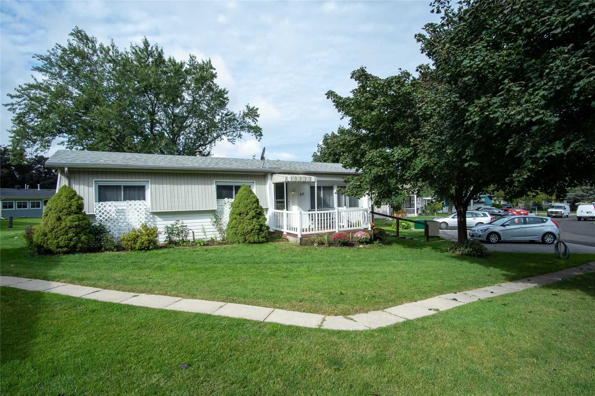 Detached house For Sale In Innisfil