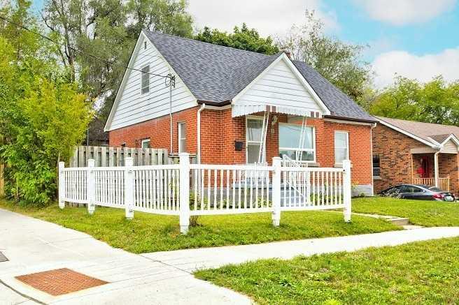 Detached house For Sale In Kitchener - 72 St Vincent St, Kitchener, Ontario, Canada N2H 4R3 , 3 Bedrooms Bedrooms, ,1 BathroomBathrooms,Detached,For Sale,St Vincent