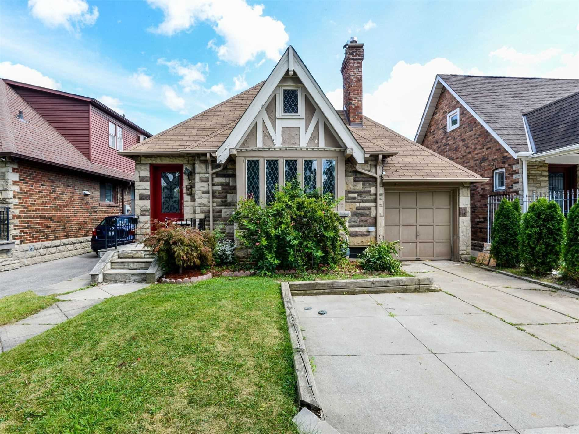 Detached house For Sale In Toronto - 5 Fairleigh Cres, Toronto, Ontario, Canada M6C3R7 , 4 Bedrooms Bedrooms, ,3 BathroomsBathrooms,Detached,For Sale,Fairleigh