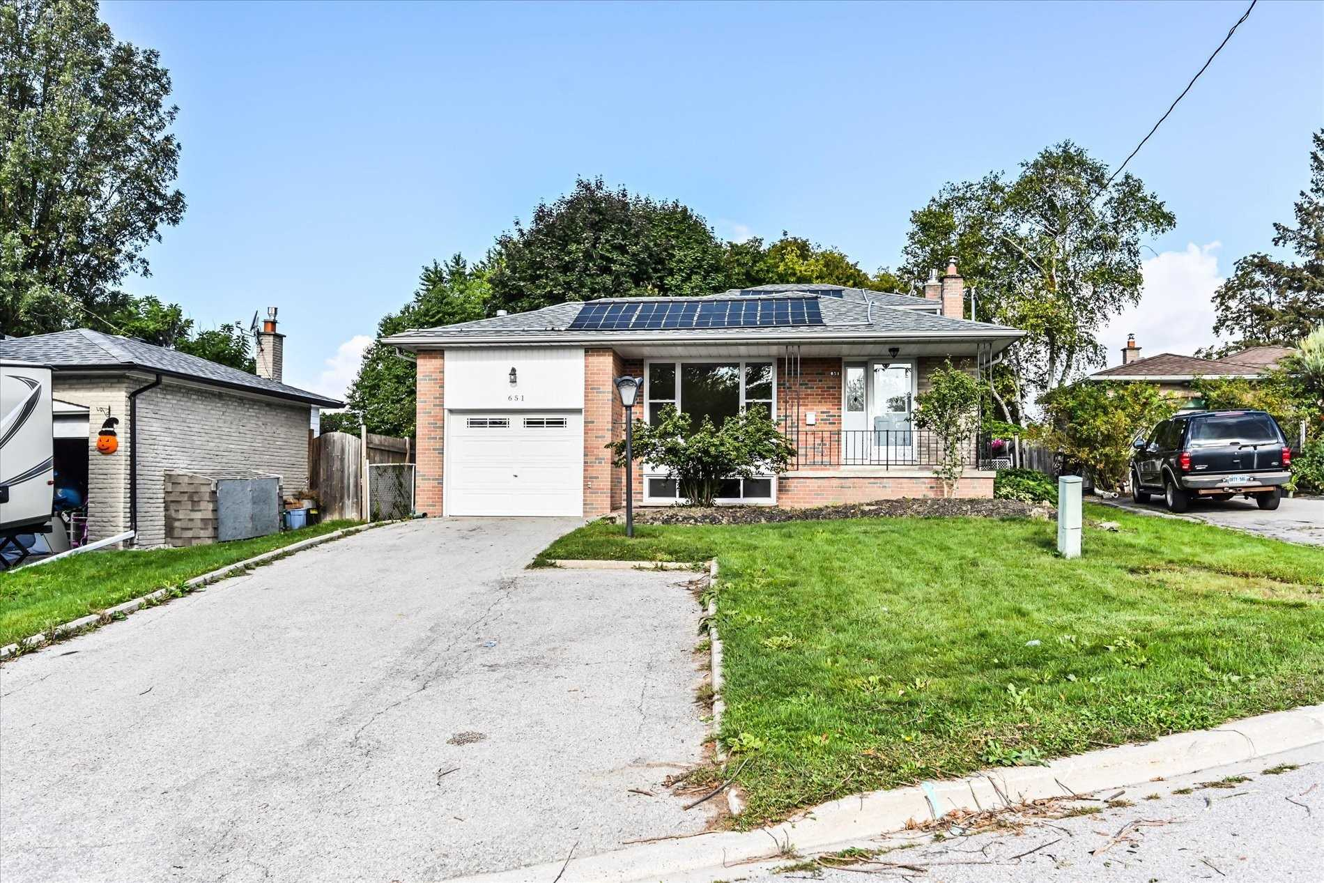 Detached house For Sale In Newmarket - 651 Park Crt, Newmarket, Ontario, Canada L3Y 3N5 , 2 Bedrooms Bedrooms, ,2 BathroomsBathrooms,Detached,For Sale,Park