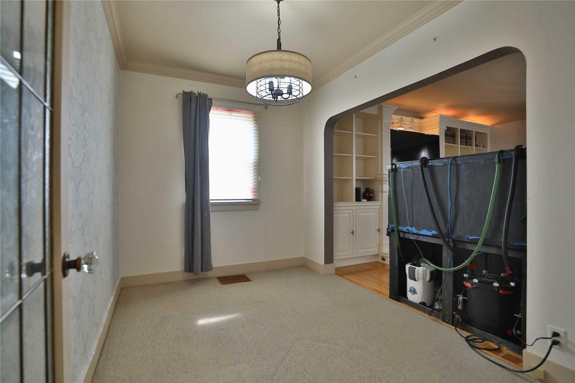 Detached house For Sale In Brantford - 113 Morton Ave, Brantford, Ontario, Canada N3R2N9 , 2 Bedrooms Bedrooms, ,2 BathroomsBathrooms,Detached,For Sale,Morton