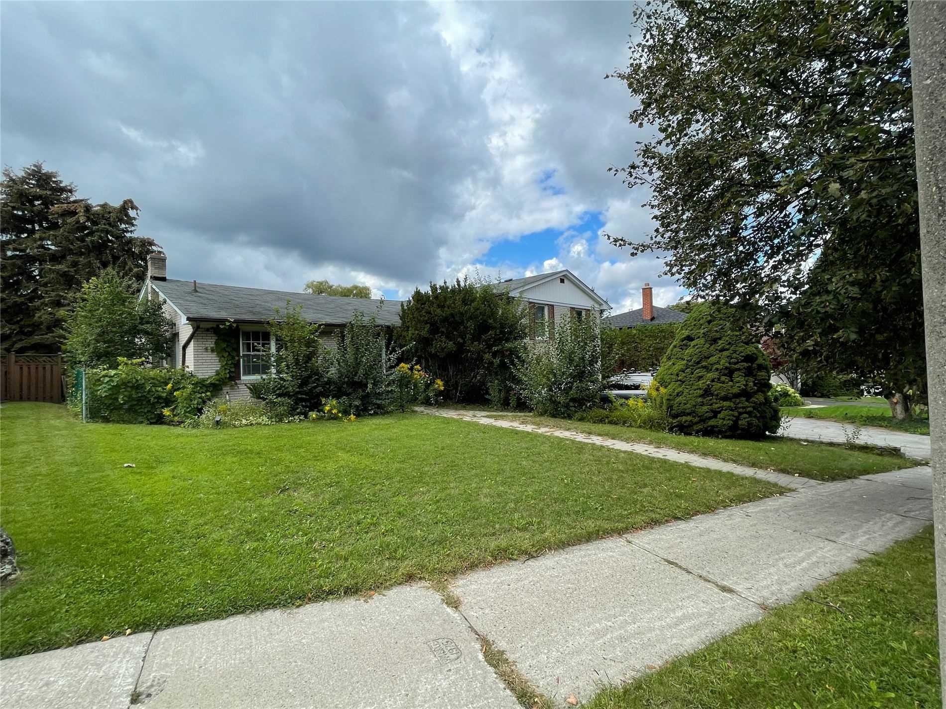 16 Ruden Cres, Toronto, Ontario M3A3H3, 4 Bedrooms Bedrooms, 8 Rooms Rooms,4 BathroomsBathrooms,Detached,For Sale,Ruden,C5375487