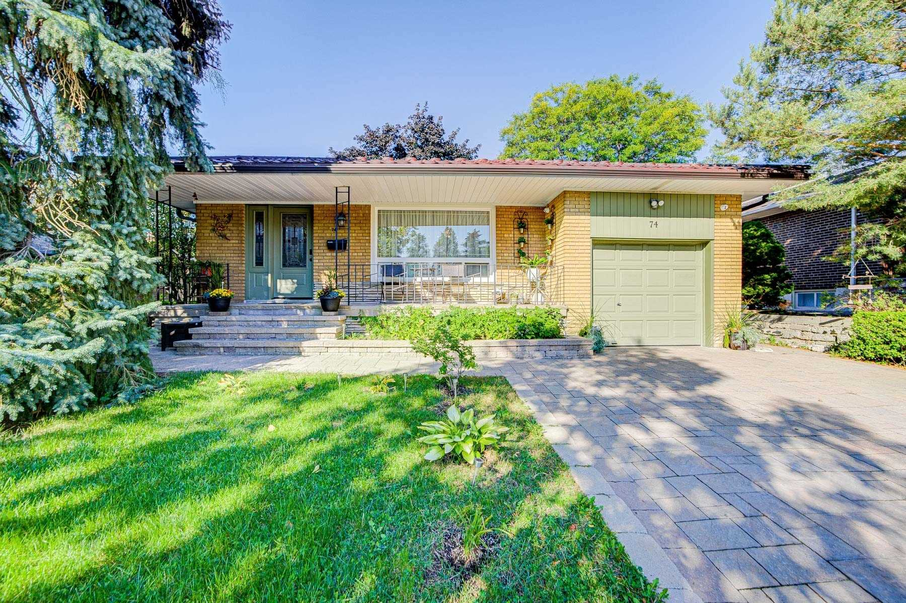 Detached house For Sale In Toronto - 74 Clansman Blvd, Toronto, Ontario, Canada M2H1X8 , 3 Bedrooms Bedrooms, ,2 BathroomsBathrooms,Detached,For Sale,Clansman