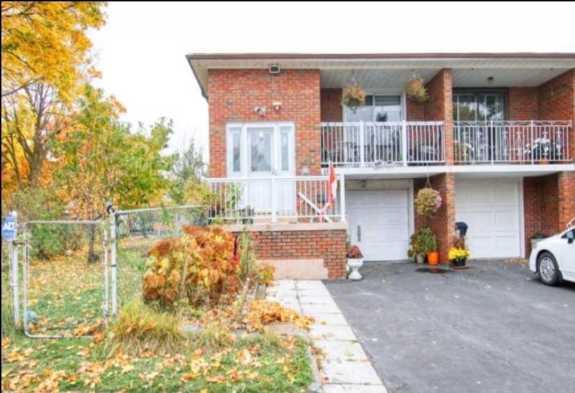 Semi-Detached For Sale In Toronto , 3 Bedrooms Bedrooms, ,2 BathroomsBathrooms,Semi-Detached,For Sale,Lenthall