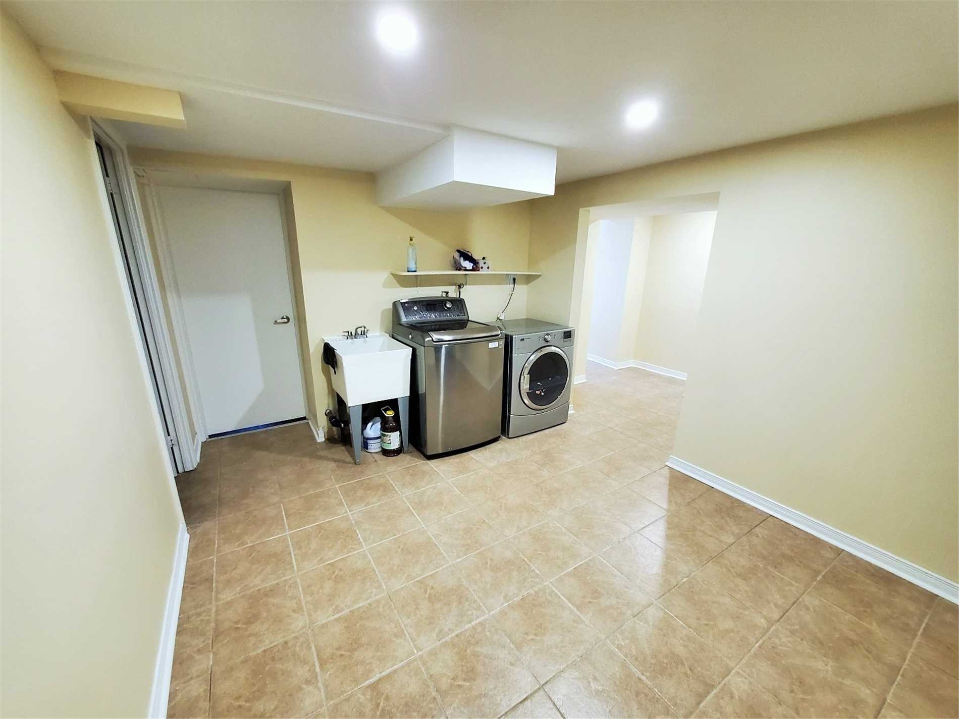Detached house For Lease In Markham