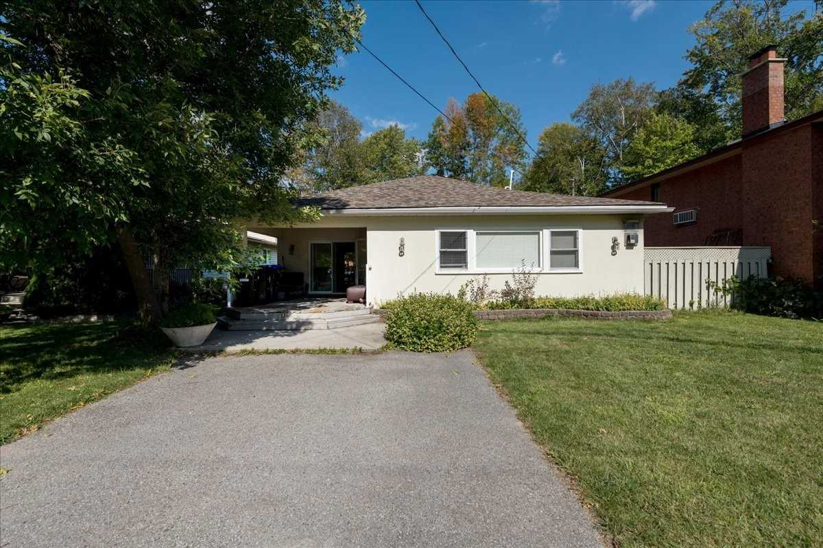 Detached house For Sale In Wasaga Beach