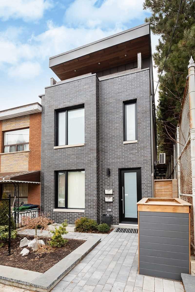132 Shaw St, Toronto, Ontario M6J2W5, 3 Bedrooms Bedrooms, 12 Rooms Rooms,4 BathroomsBathrooms,Att/row/twnhouse,For Sale,Shaw,C5375900