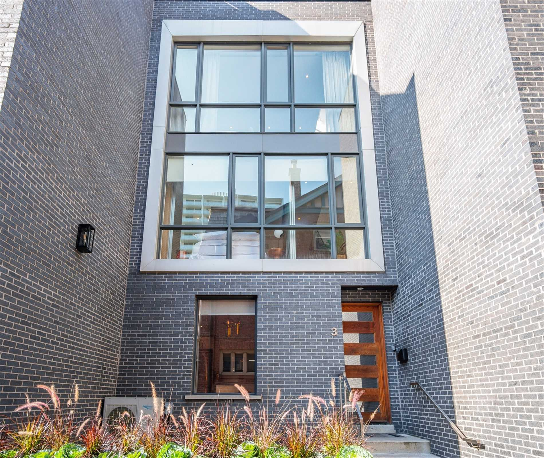 Condo Townhouse For Sale In Toronto , 2 Bedrooms Bedrooms, ,3 BathroomsBathrooms,Condo Townhouse,For Sale,3,Spadina