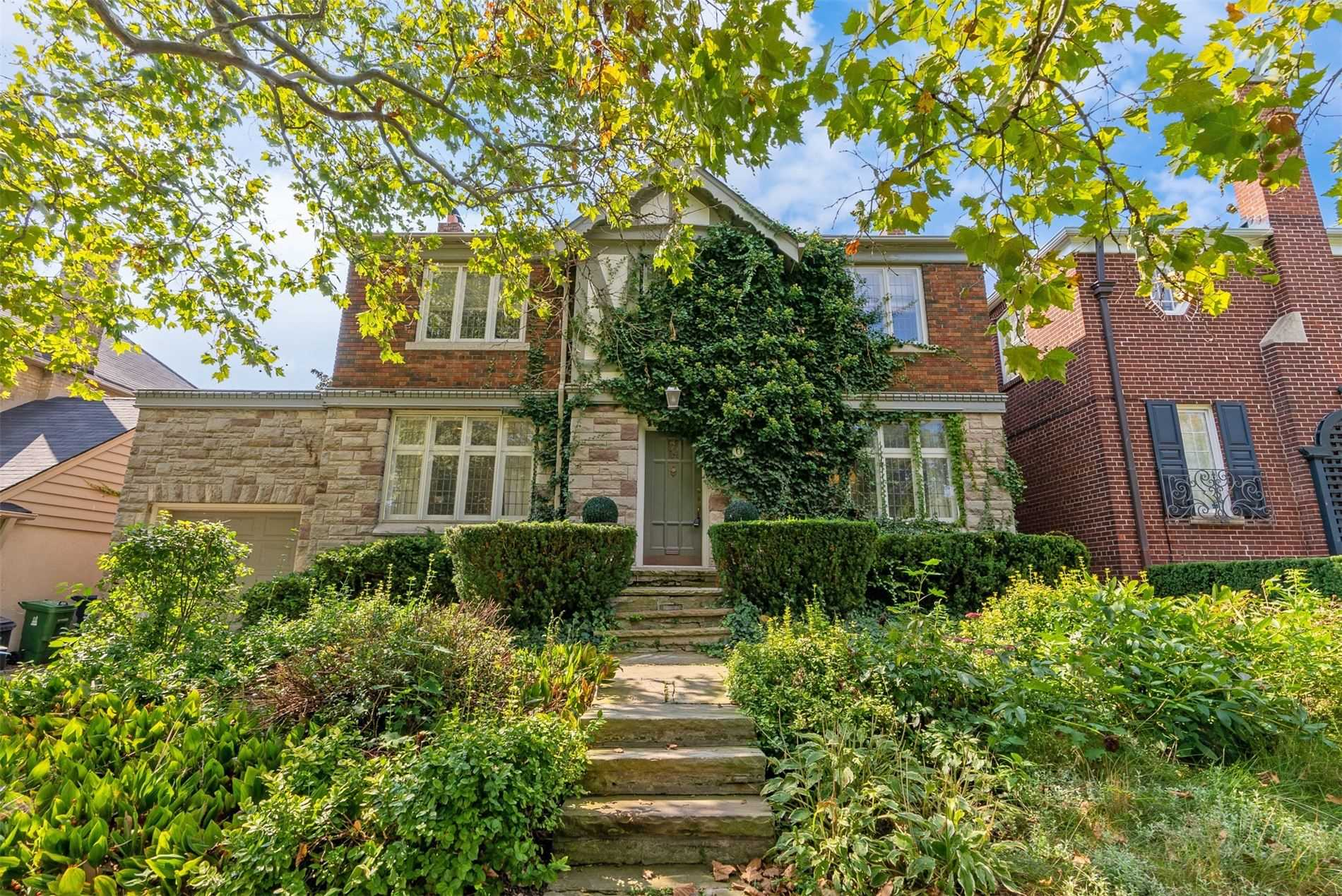 Detached house For Sale In Toronto - 6 Glenarden Rd, Toronto, Ontario, Canada M6C3J7 , 4 Bedrooms Bedrooms, ,4 BathroomsBathrooms,Detached,For Sale,Glenarden