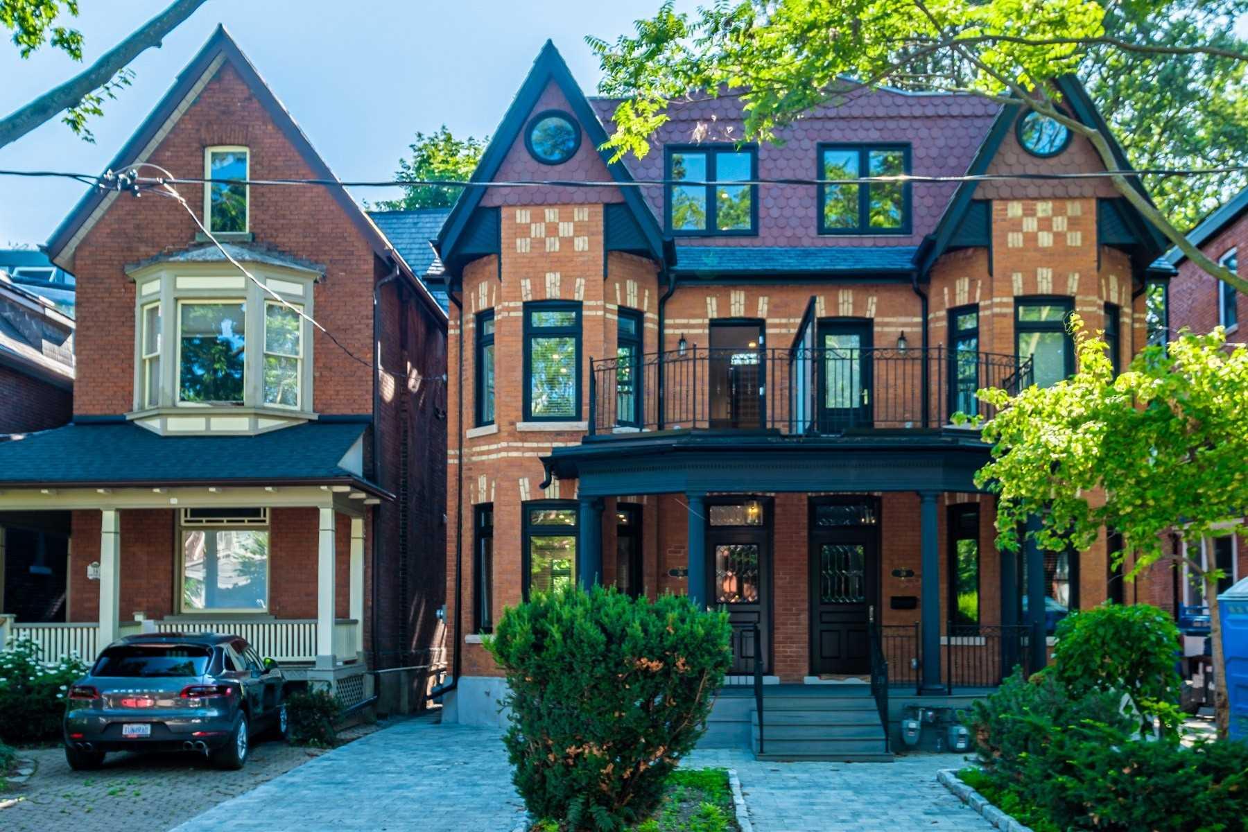 Triplex For Lease In Toronto , 2 Bedrooms Bedrooms, ,2 BathroomsBathrooms,Triplex,For Lease,2nd/3rd,Howland