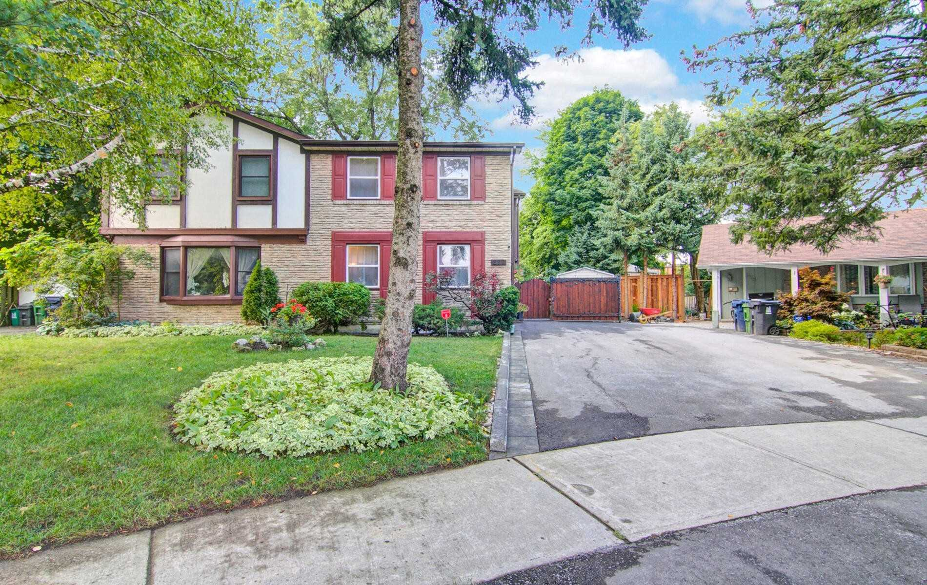 Semi-Detached For Lease In Toronto , 3 Bedrooms Bedrooms, ,2 BathroomsBathrooms,Semi-Detached,For Lease,Hollyberry