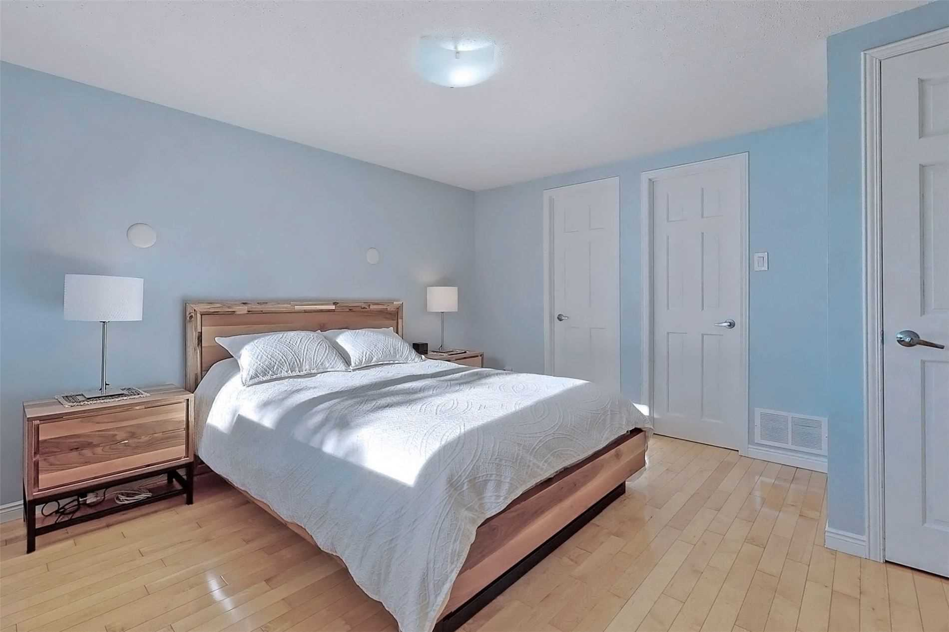Att/row/twnhouse For Lease In Toronto , 3 Bedrooms Bedrooms, ,2 BathroomsBathrooms,Att/row/twnhouse,For Lease,Lambertlodge