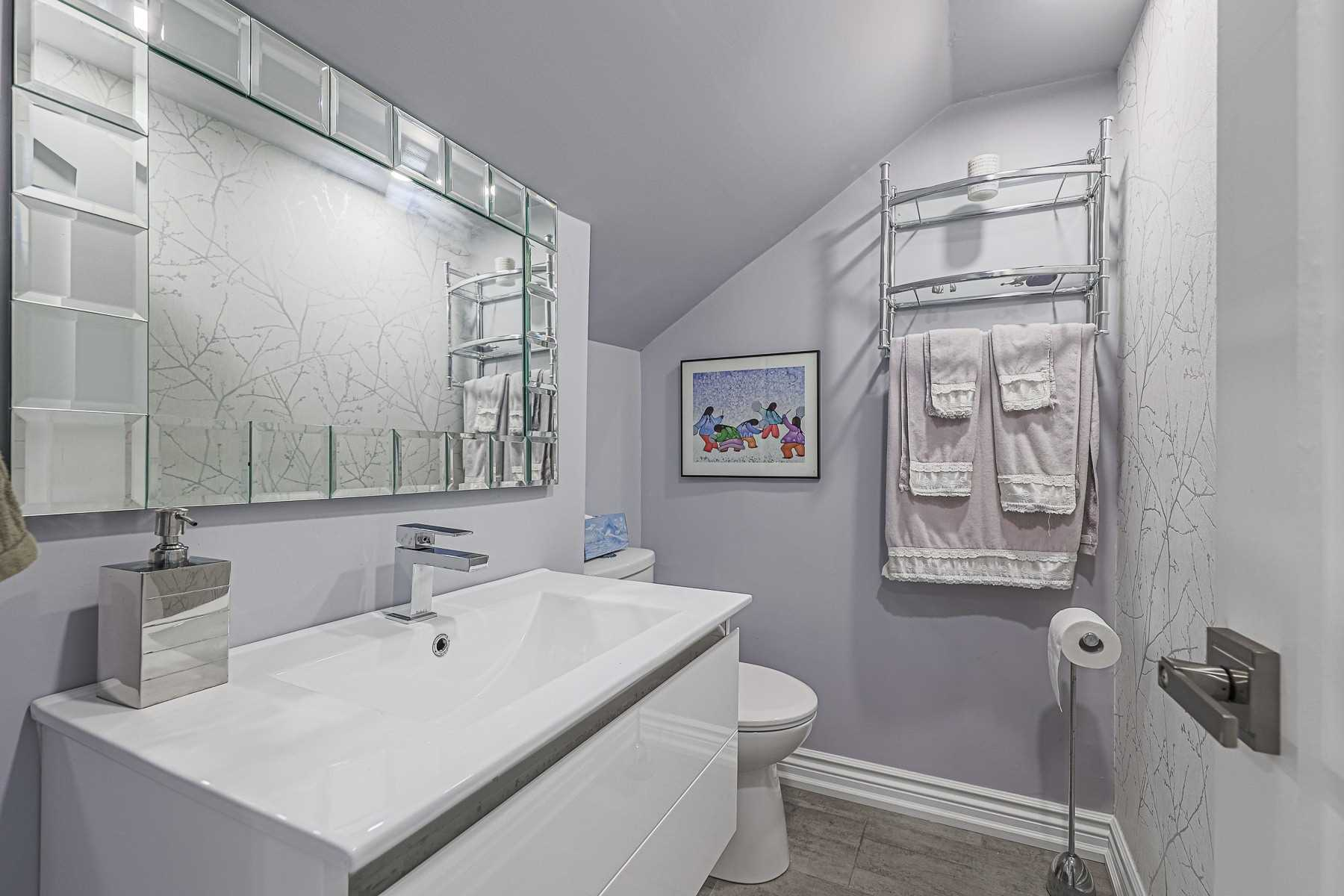 Semi-Detached For Lease In Toronto , 3 Bedrooms Bedrooms, ,2 BathroomsBathrooms,Semi-Detached,For Lease,Upper,Mount Royal