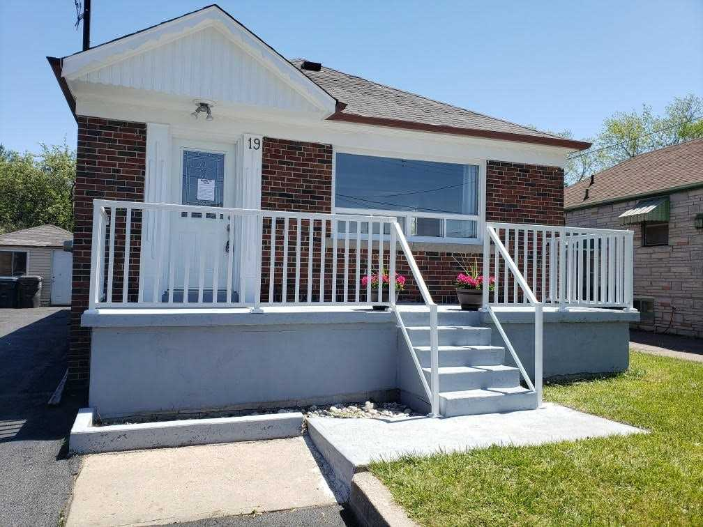 Detached house For Lease In Toronto - 19 Lynvalley Cres, Toronto, Ontario, Canada M1R2V1 , 3 Bedrooms Bedrooms, ,1 BathroomBathrooms,Detached,For Lease,Main,Lynvalley