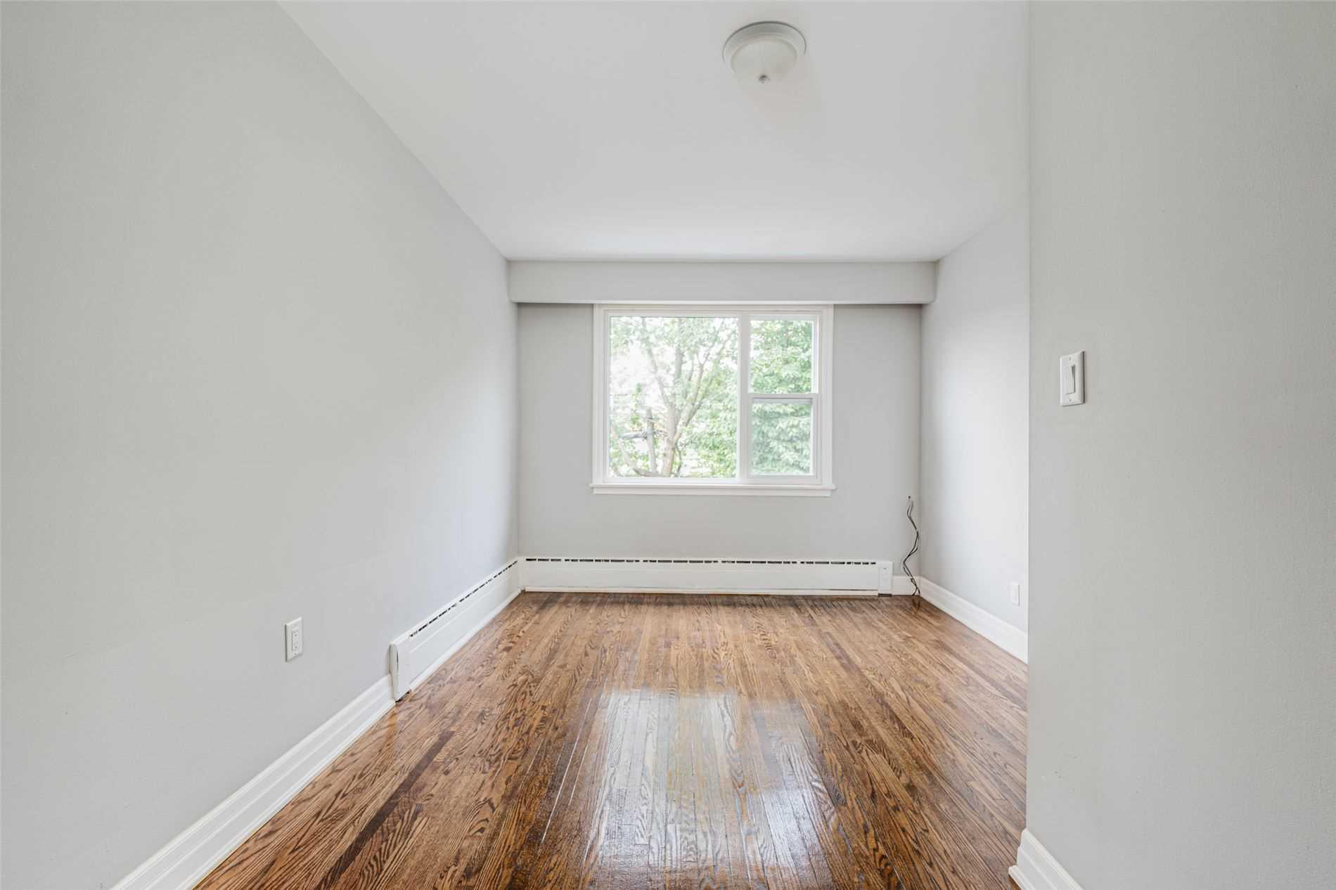 Triplex For Lease In Toronto , 3 Bedrooms Bedrooms, ,1 BathroomBathrooms,Triplex,For Lease,Upper,Atlas