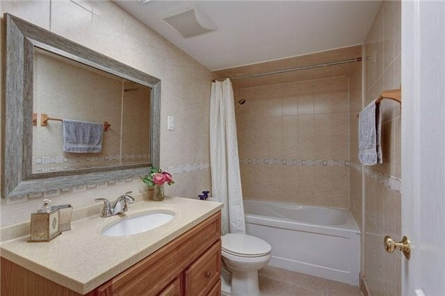Detached house For Lease In Toronto - 32 Bayberry Cres, Toronto, Ontario, Canada M2K1T8 , 1 Bedroom Bedrooms, ,1 BathroomBathrooms,Detached,For Lease,L-1,Bayberry
