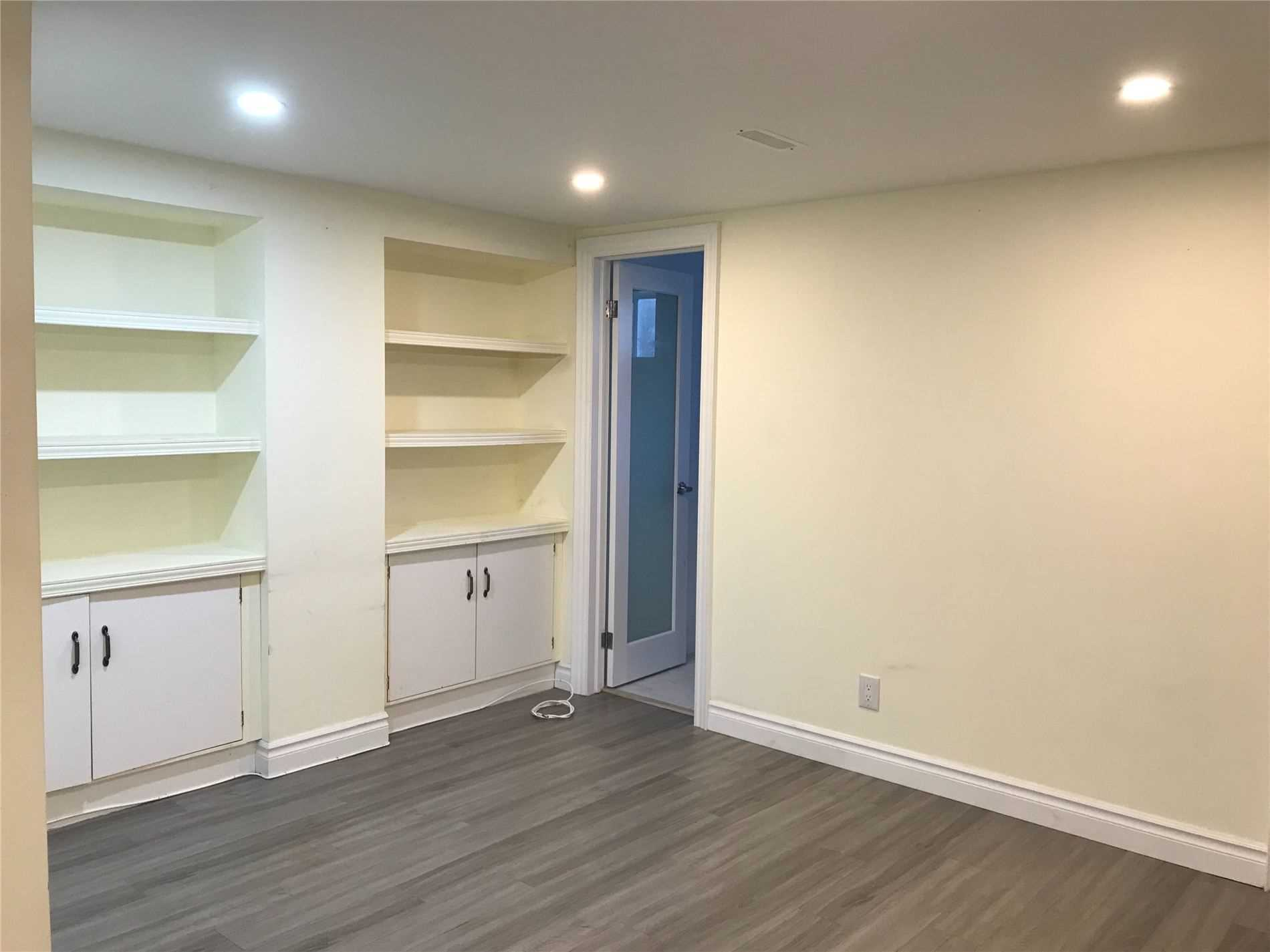 Detached house For Lease In Toronto - 26 Woodcliff Pl, Toronto, Ontario, Canada M3B3A6 , 2 Bedrooms Bedrooms, ,2 BathroomsBathrooms,Detached,For Lease,Woodcliff
