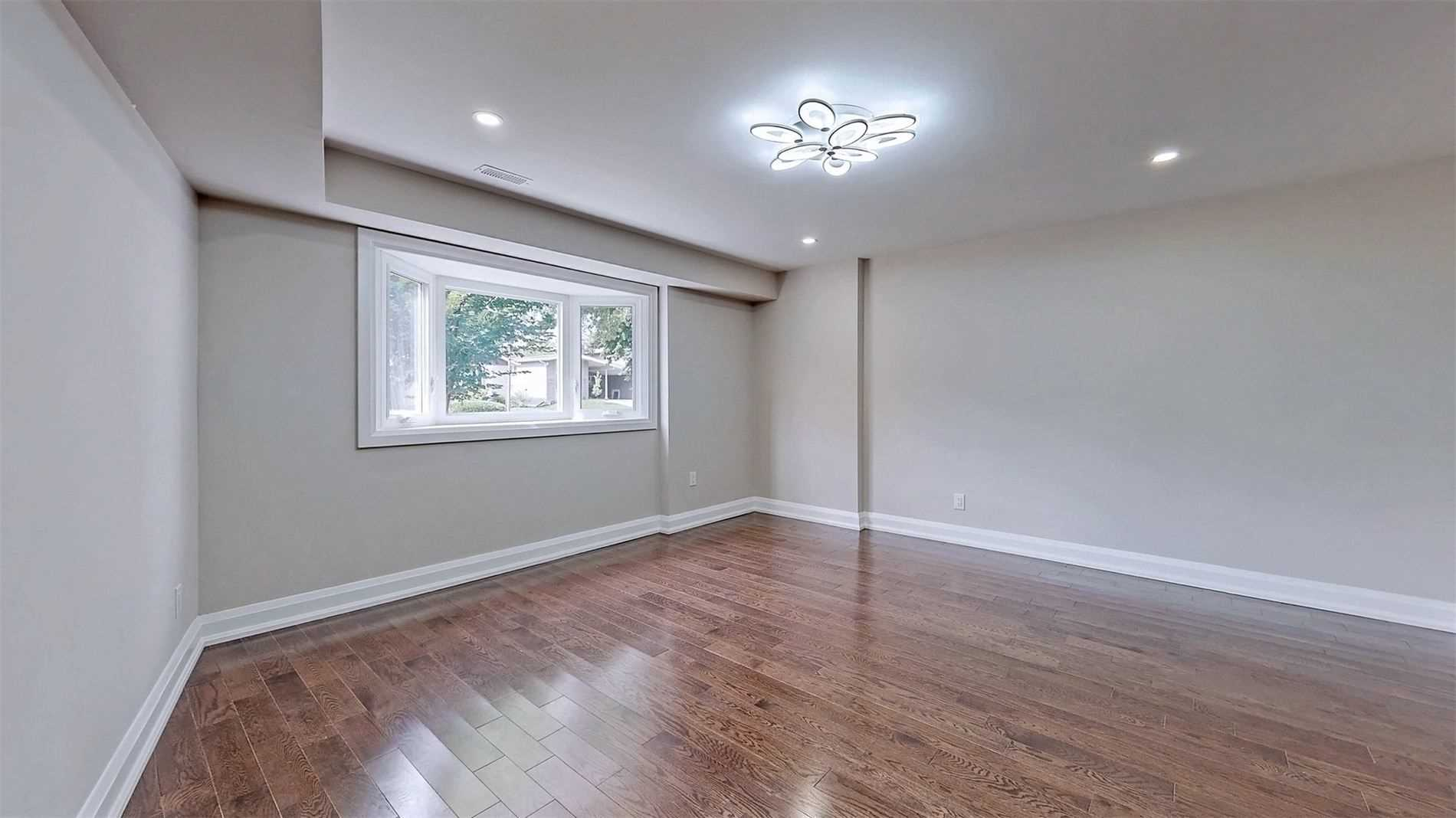 Detached house For Sale In Toronto - 35 Lyncroft Dr, Toronto, Ontario, Canada M1E1X6 , 3 Bedrooms Bedrooms, ,5 BathroomsBathrooms,Detached,For Sale,Lyncroft