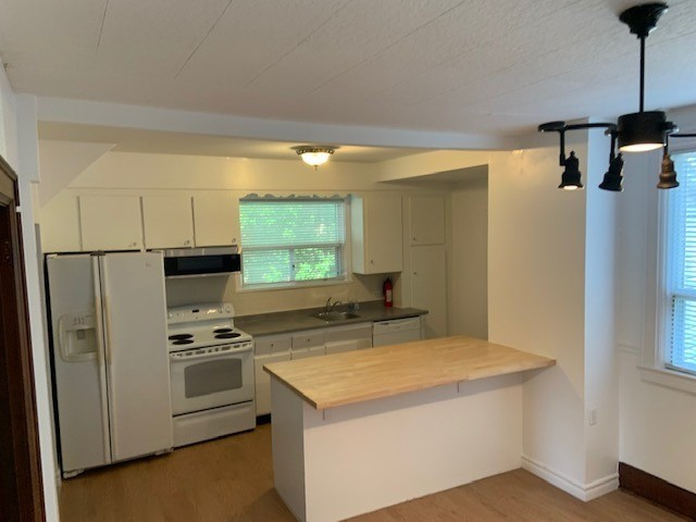 Detached house For Lease In Toronto - 144 Cosburn Ave, Toronto, Ontario, Canada M4J2L7 , 3 Bedrooms Bedrooms, ,2 BathroomsBathrooms,Detached,For Lease,Cosburn