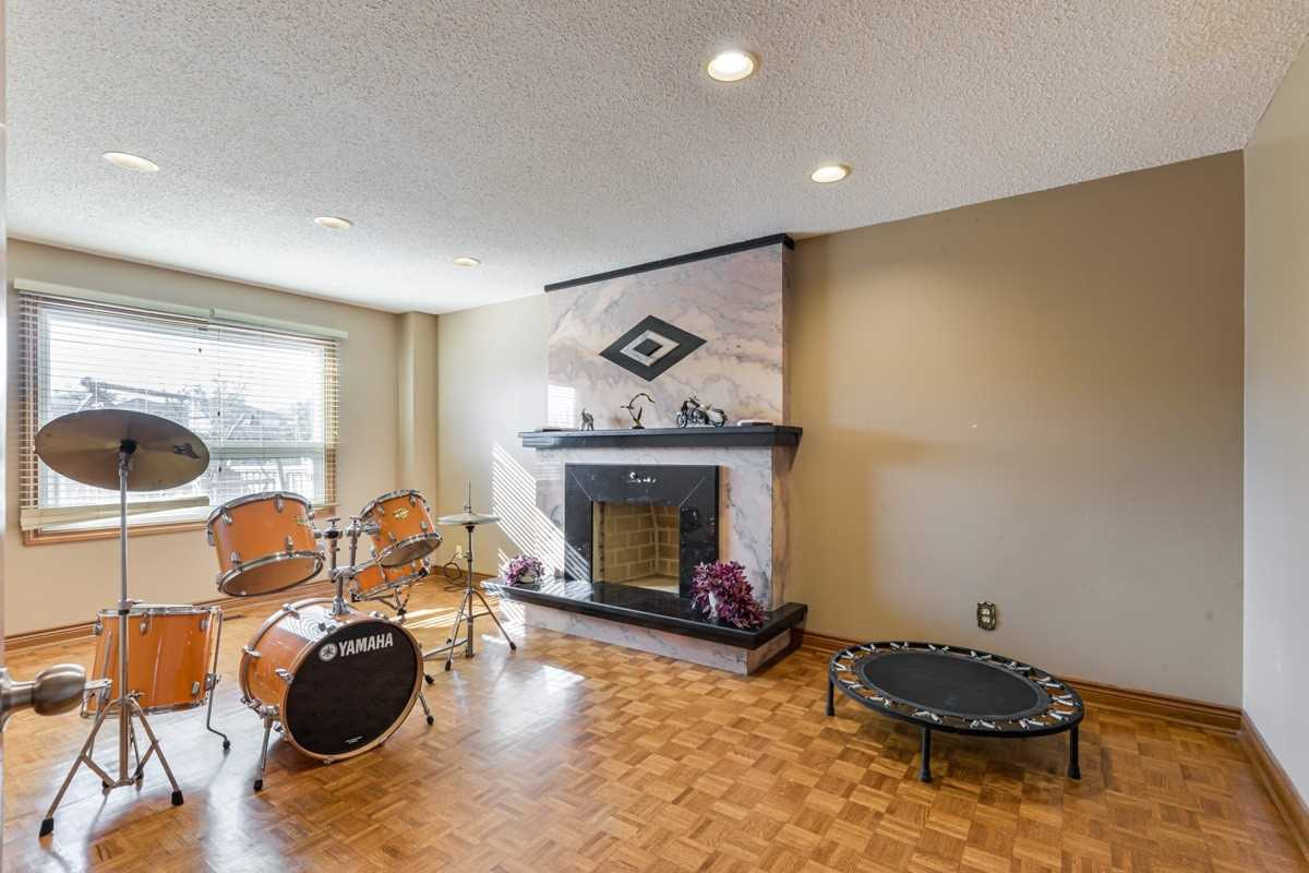 Detached house For Sale In Markham - 7 Jimston Dr, Markham, Ontario, Canada L3R6S4 , 4 Bedrooms Bedrooms, ,4 BathroomsBathrooms,Detached,For Sale,Jimston