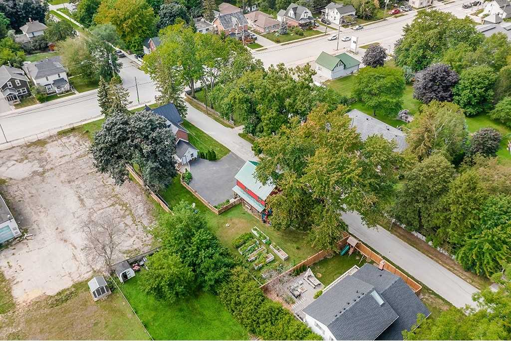 Detached house For Sale In Innisfil - 11 King St, Innisfil, Ontario, Canada L0L 1L0 , 3 Bedrooms Bedrooms, ,2 BathroomsBathrooms,Detached,For Sale,King