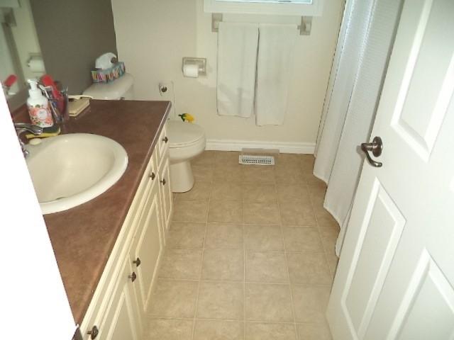 Detached house For Sale In Wasaga Beach - 61 Pennsylvania Ave, Wasaga Beach, Ontario, Canada L9Z3A8 , 2 Bedrooms Bedrooms, ,2 BathroomsBathrooms,Detached,For Sale,Pennsylvania