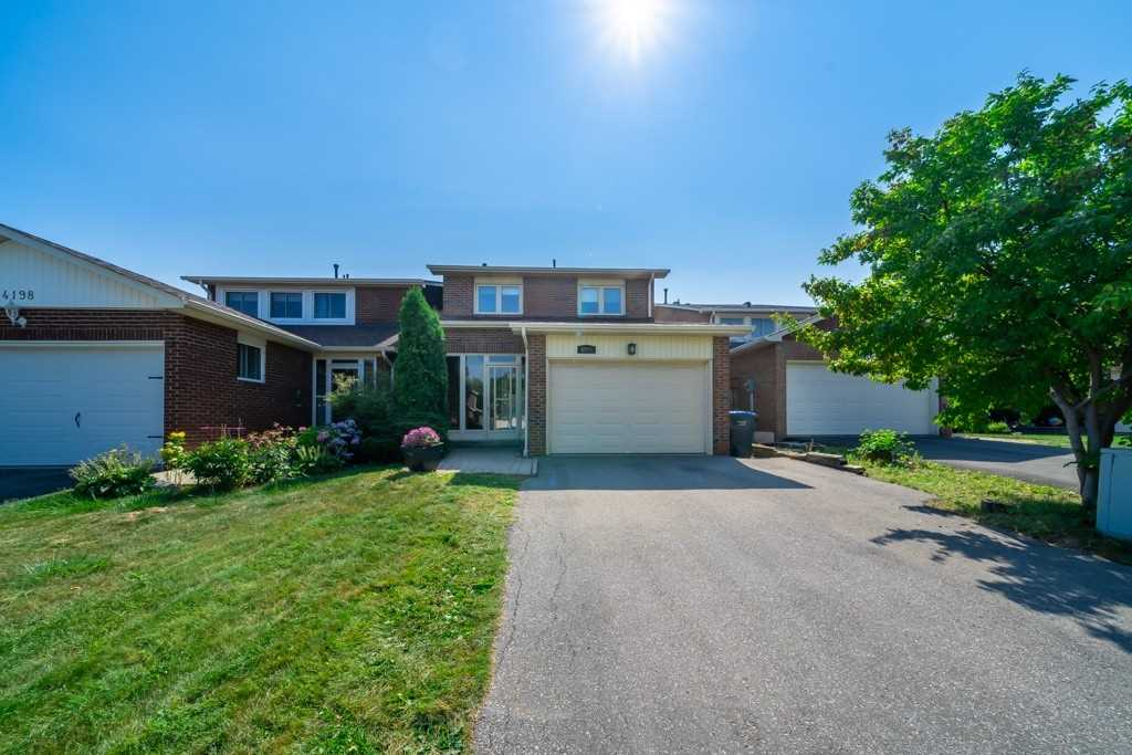 Detached house For Sale In Mississauga - 4200 Trellis Cres, Mississauga, Ontario, Canada L5L2M2 , 4 Bedrooms Bedrooms, ,3 BathroomsBathrooms,Detached,For Sale,Trellis