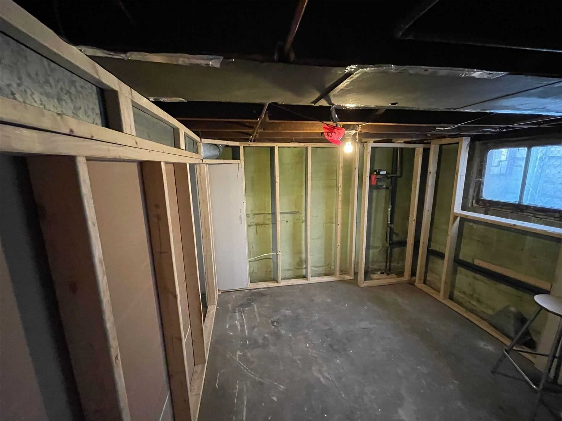 Detached house For Sale In Windsor - 967 Windsor Ave, Windsor, Ontario, Canada N9A 1K1 , 4 Bedrooms Bedrooms, ,2 BathroomsBathrooms,Detached,For Sale,Windsor