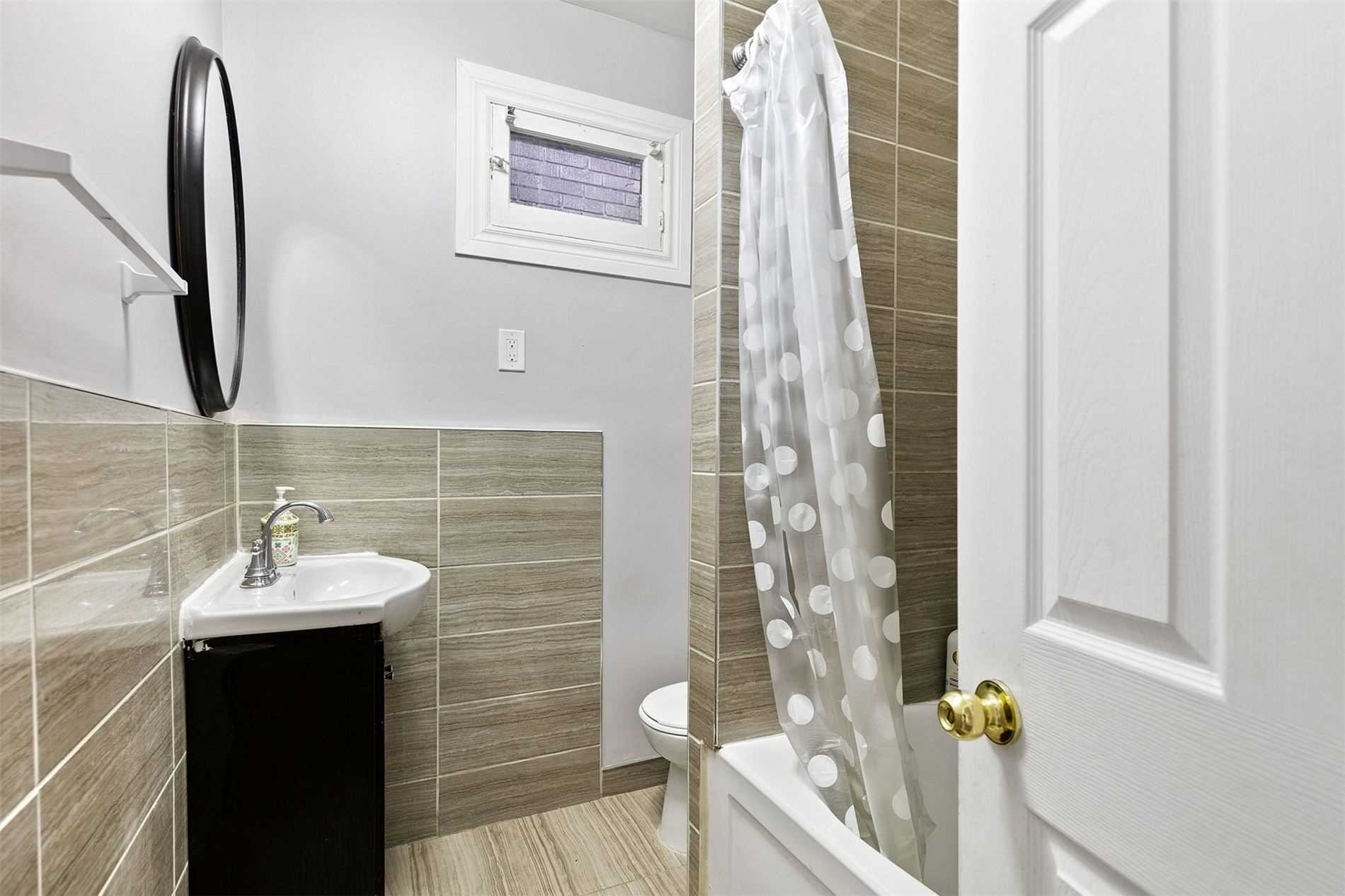 Detached house For Sale In Windsor - 1093 Henry Ford Centre Dr, Windsor, Ontario, Canada N8Y 2T3 , 5 Bedrooms Bedrooms, ,2 BathroomsBathrooms,Detached,For Sale,On,Henry Ford Centre