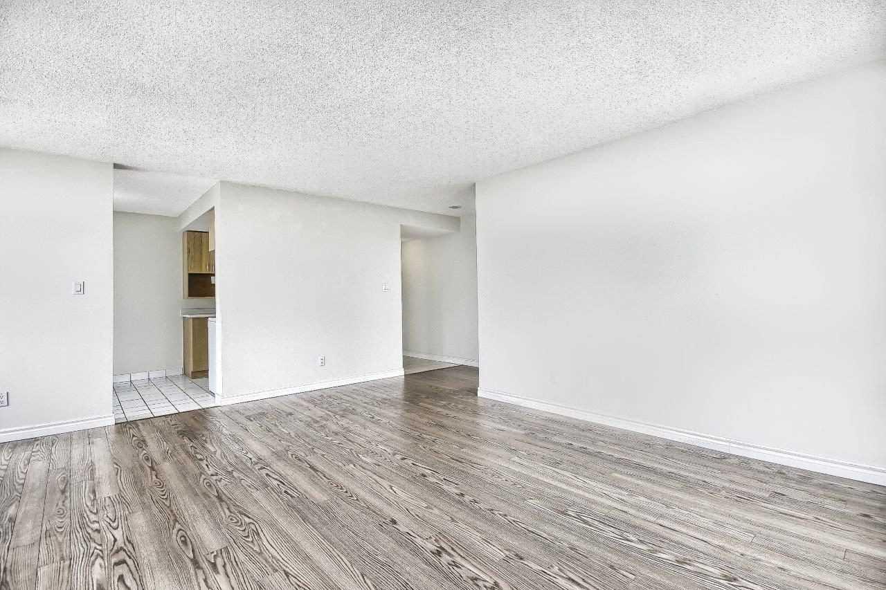 Condo Apt For Sale In Toronto , 2 Bedrooms Bedrooms, ,2 BathroomsBathrooms,Condo Apt,For Sale,1108,Yonge