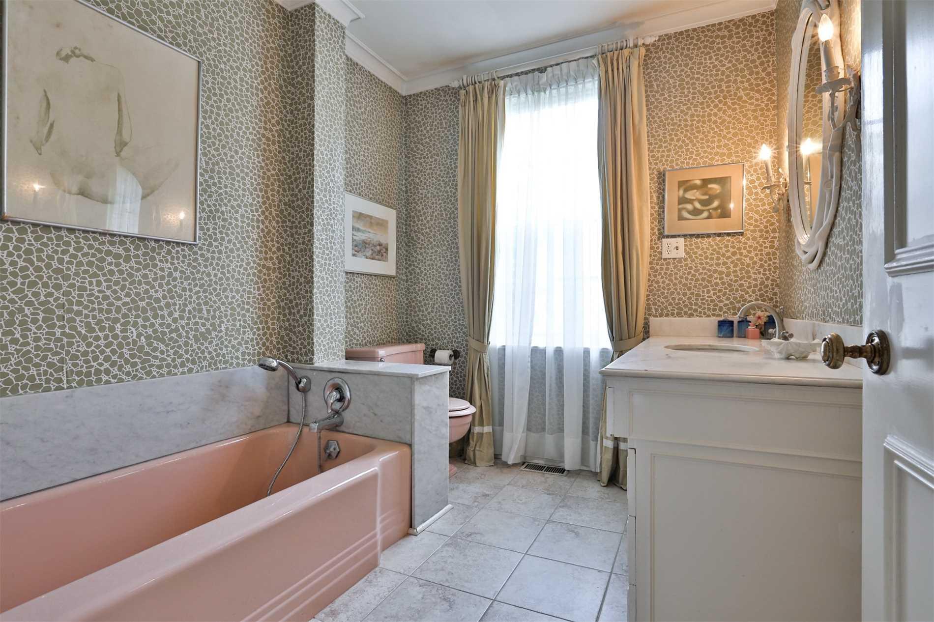 Detached house For Sale In Toronto - 40 Glen Edyth Pl, Toronto, Ontario, Canada M4V 2W2 , 5 Bedrooms Bedrooms, ,5 BathroomsBathrooms,Detached,For Sale,Glen Edyth