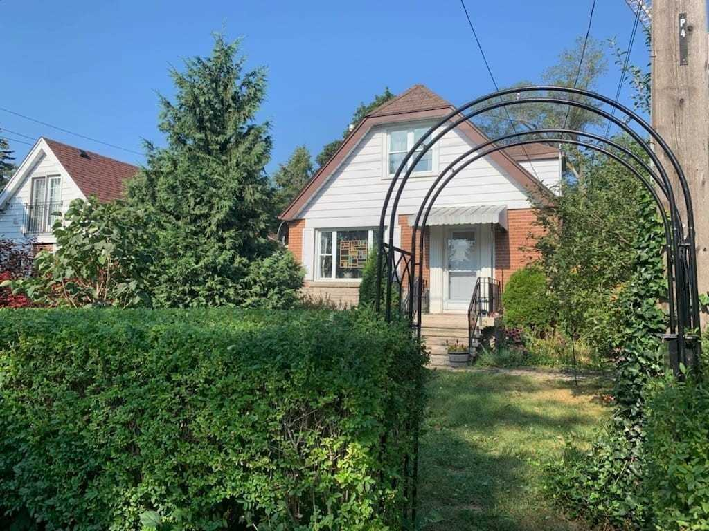Detached house For Lease In Toronto - 4 East Haven Dr, Toronto, Ontario, Canada M1N 1L9 , 2 Bedrooms Bedrooms, ,1 BathroomBathrooms,Detached,For Lease,East Haven