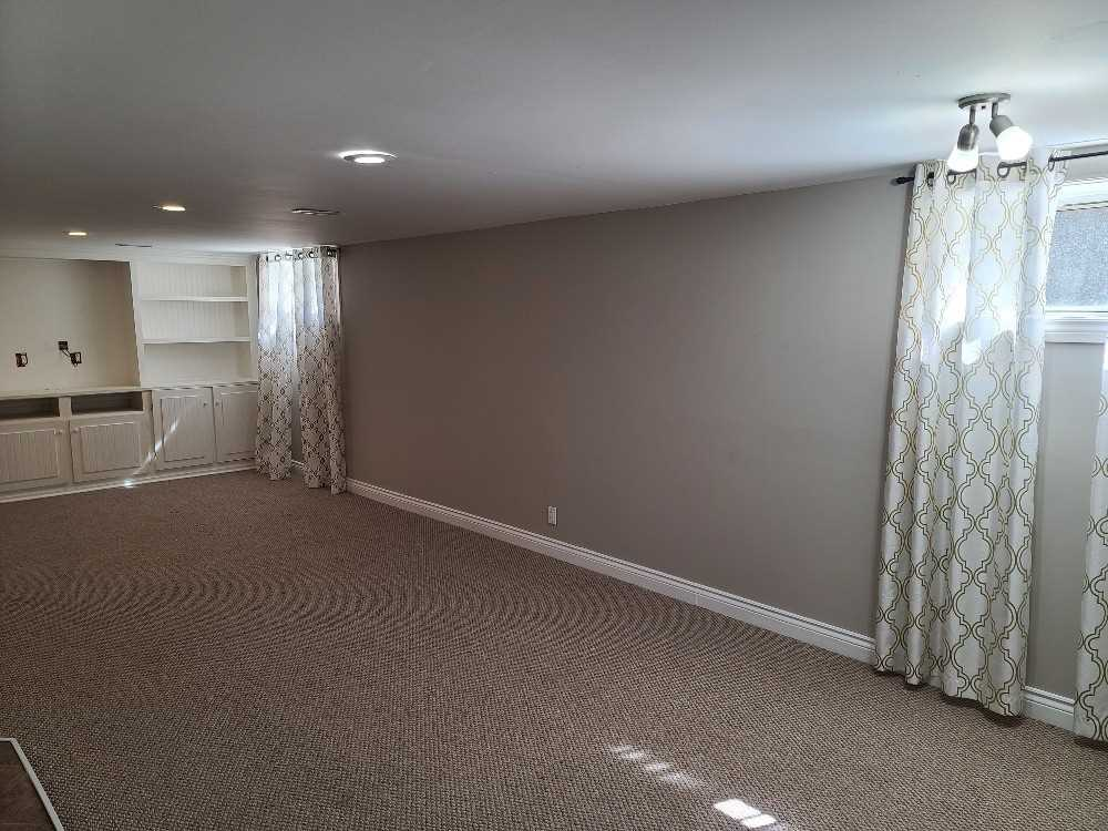 Detached house For Lease In Whitby - 8 Robmar St, Whitby, Ontario, Canada L1M 1T7 , 3 Bedrooms Bedrooms, ,2 BathroomsBathrooms,Detached,For Lease,Robmar