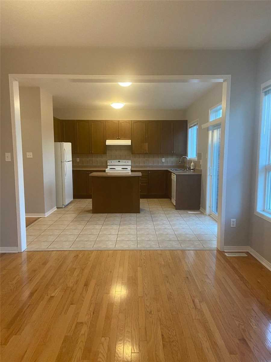Detached house For Lease In Richmond Hill - 27 Trish Dr, Richmond Hill, Ontario, Canada L4E5C5 , 4 Bedrooms Bedrooms, ,4 BathroomsBathrooms,Detached,For Lease,Trish