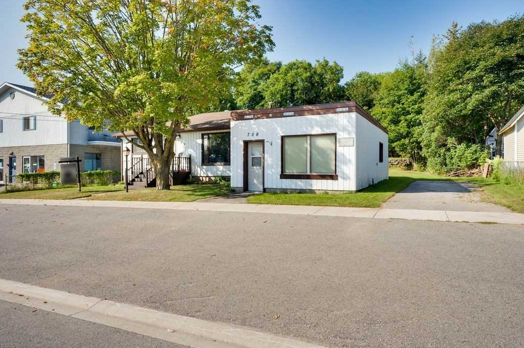 Detached house For Sale In Tay - 762 Fourth Ave, Tay, Ontario, Canada L0K 1R0 , 3 Bedrooms Bedrooms, ,2 BathroomsBathrooms,Detached,For Sale,Fourth