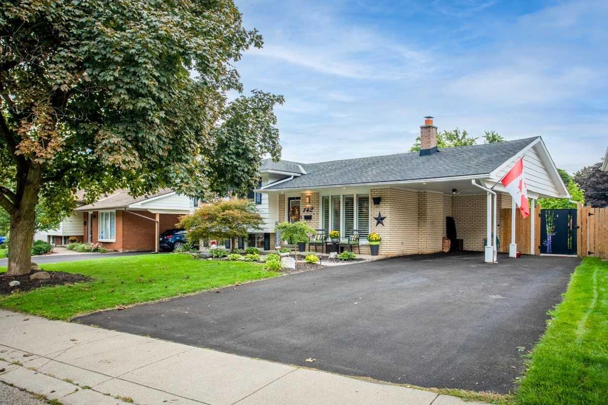 Detached house For Sale In Hamilton - 142 Pleasant Ave, Hamilton, Ontario, Canada L9H 3V1 , 3 Bedrooms Bedrooms, ,2 BathroomsBathrooms,Detached,For Sale,Pleasant