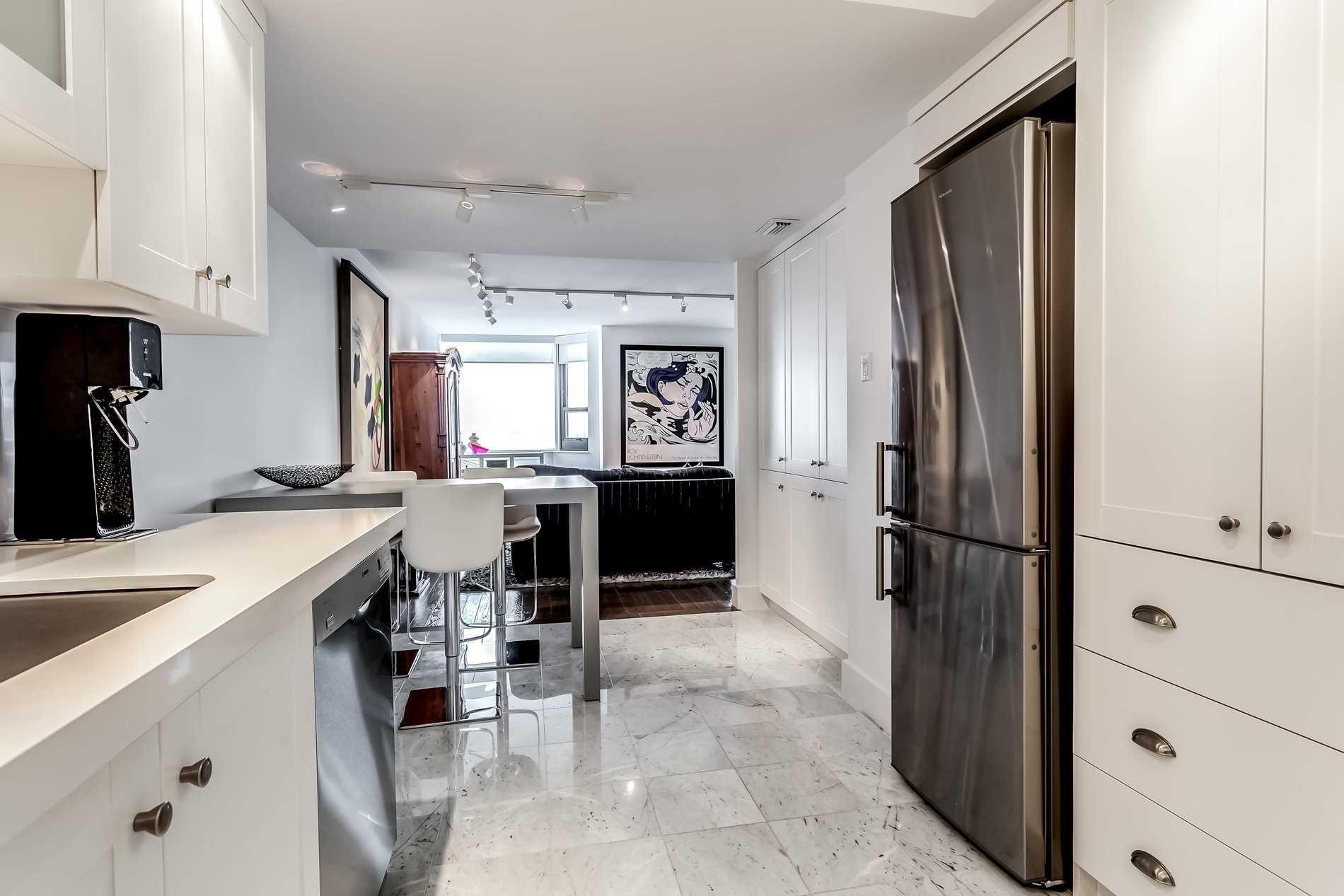 Condo Apt For Sale In Toronto , 2 Bedrooms Bedrooms, ,2 BathroomsBathrooms,Condo Apt,For Sale,2105,Bay