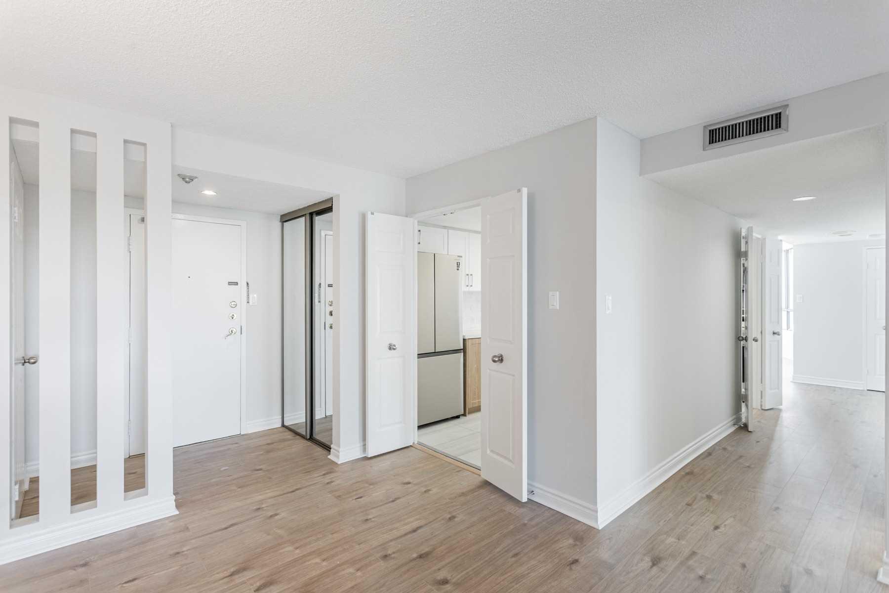 Condo Apt For Sale In Toronto , 2 Bedrooms Bedrooms, ,2 BathroomsBathrooms,Condo Apt,For Sale,704,Bamburgh