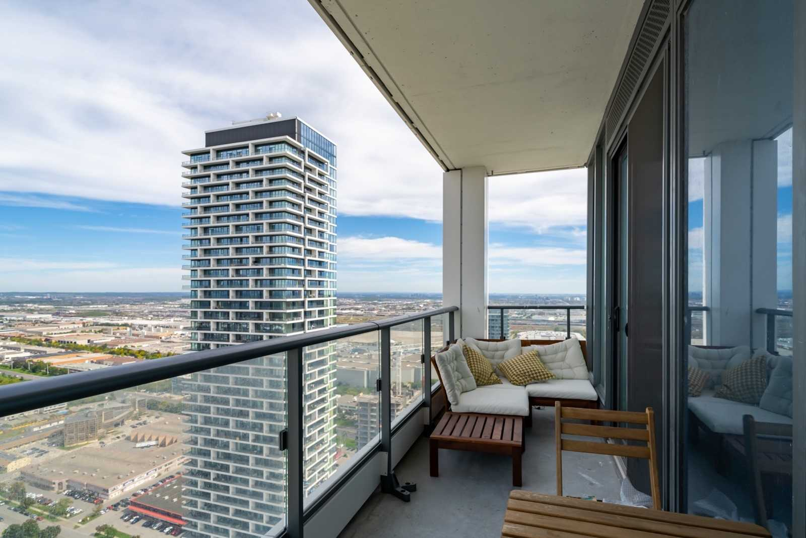 Condo Apt For Lease In Vaughan , 3 Bedrooms Bedrooms, ,2 BathroomsBathrooms,Condo Apt,For Lease,4902,Buttermill