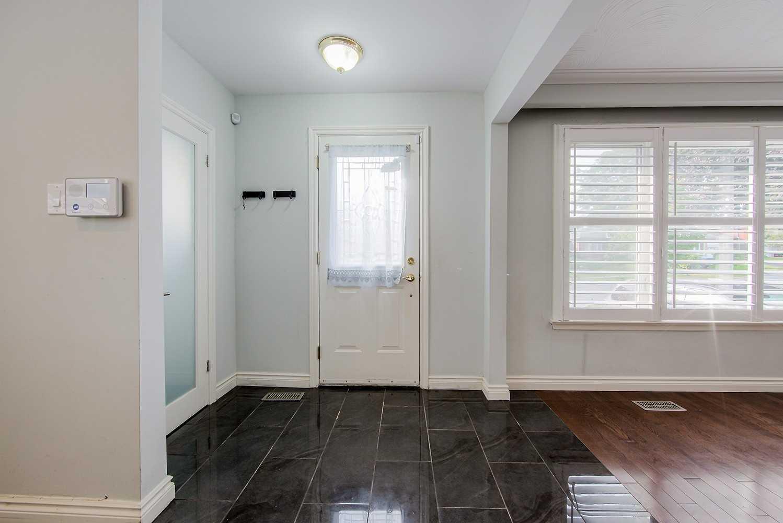 Upper Level For Lease In Toronto , 3 Bedrooms Bedrooms, ,1 BathroomBathrooms,Upper Level,For Lease,Main,Rochman
