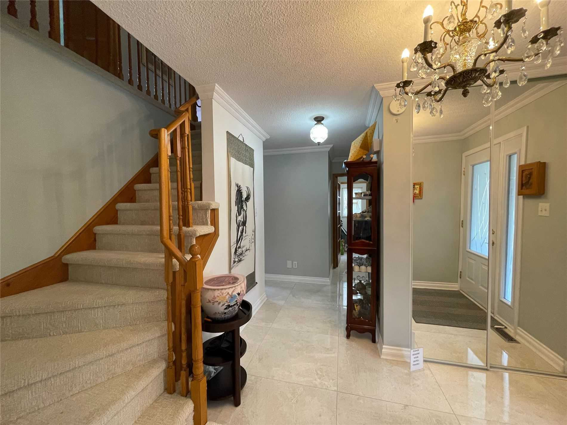 Detached house For Sale In Aurora - 27 Avondale Cres, Aurora, Ontario, Canada L4G3P7 , 4 Bedrooms Bedrooms, ,4 BathroomsBathrooms,Detached,For Sale,Avondale