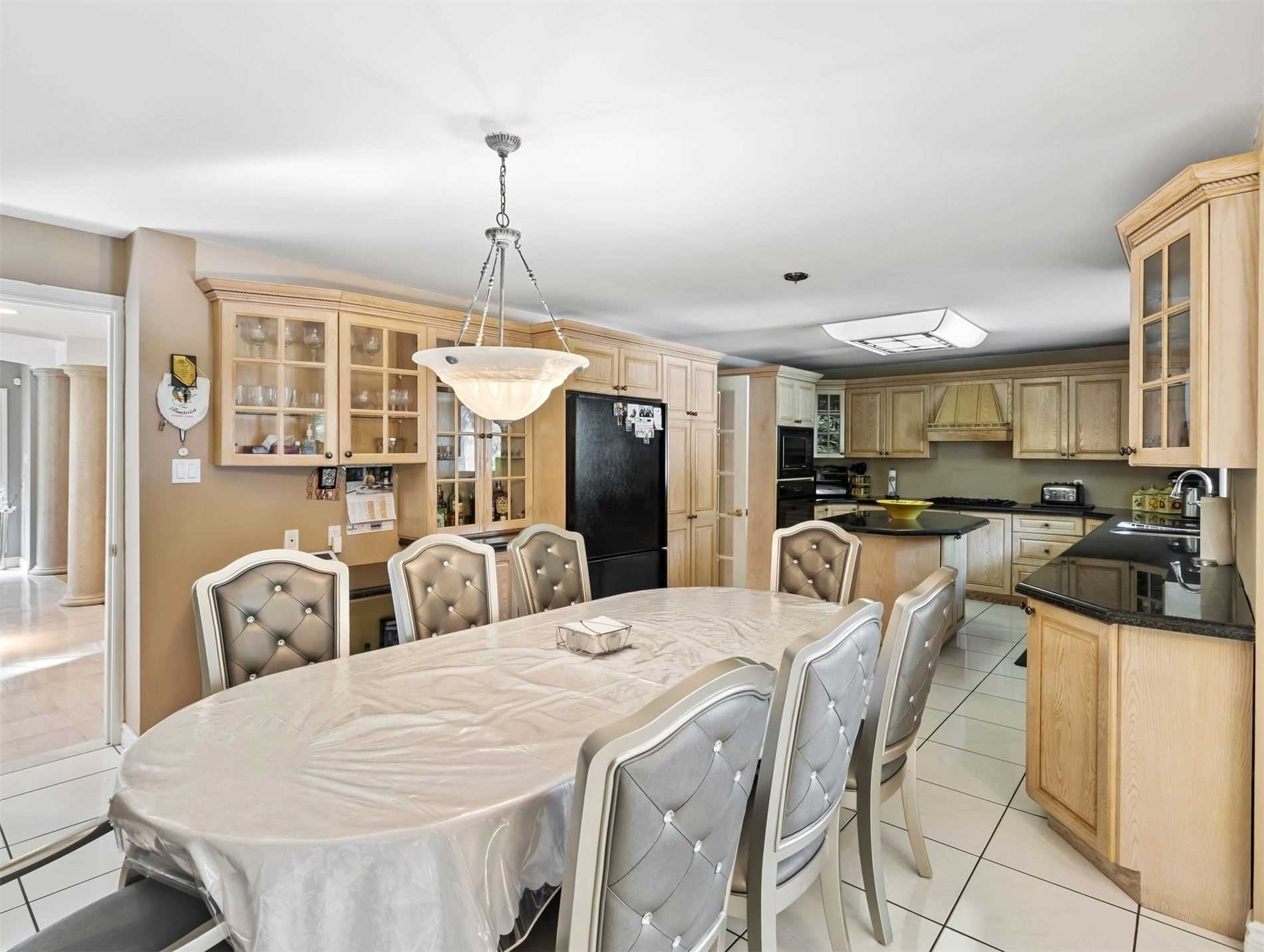 Detached house For Sale In Aurora - 34 Hunters Glen Rd, Aurora, Ontario, Canada L4G 6W4 , 6 Bedrooms Bedrooms, ,5 BathroomsBathrooms,Detached,For Sale,Hunters Glen