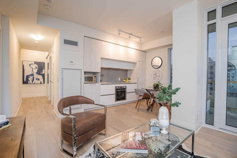 Condo Apt For Sale In Toronto , 2 Bedrooms Bedrooms, ,2 BathroomsBathrooms,Condo Apt,For Sale,608,Avenue