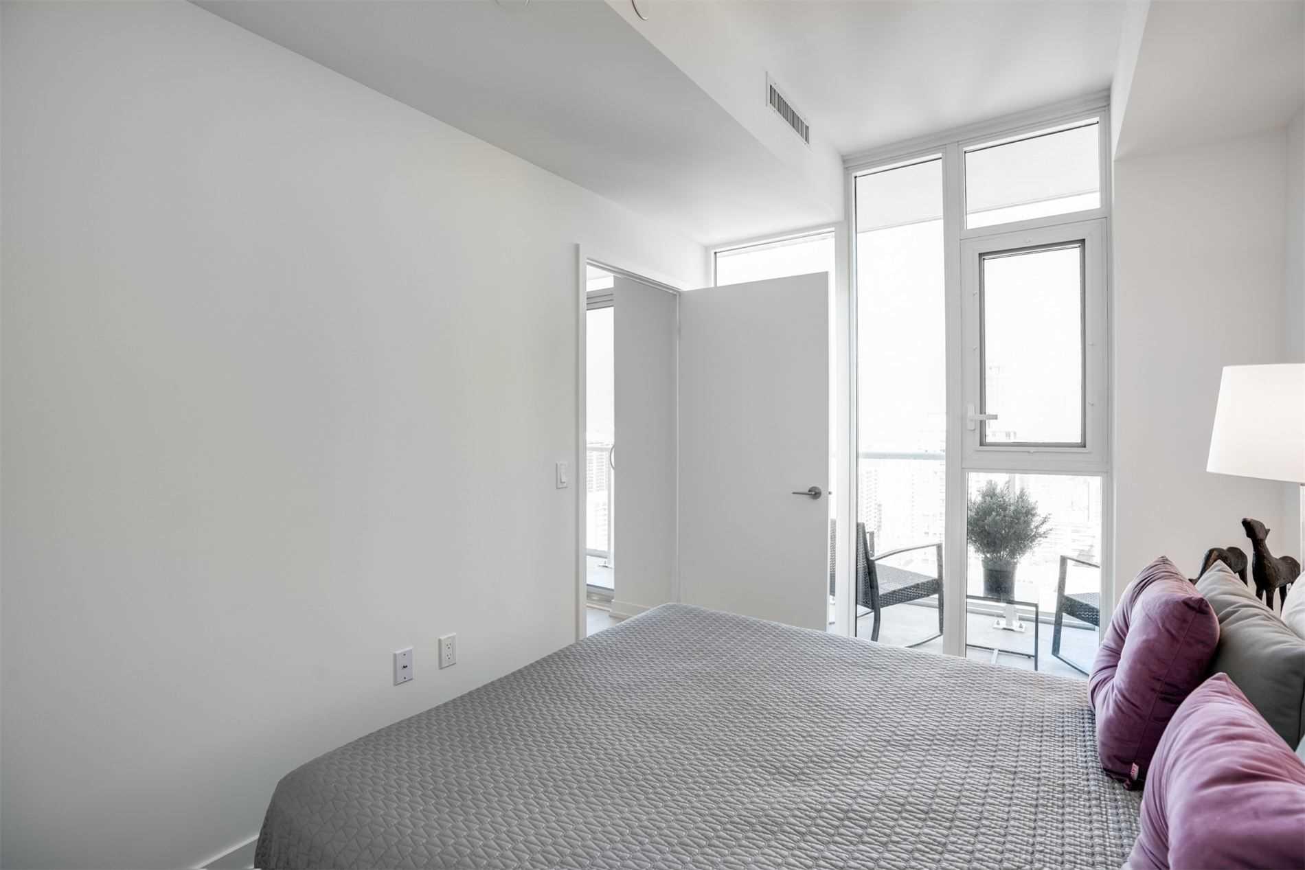 Condo Apt For Sale In Toronto , 1 Bedroom Bedrooms, ,1 BathroomBathrooms,Condo Apt,For Sale,2404,Helendale