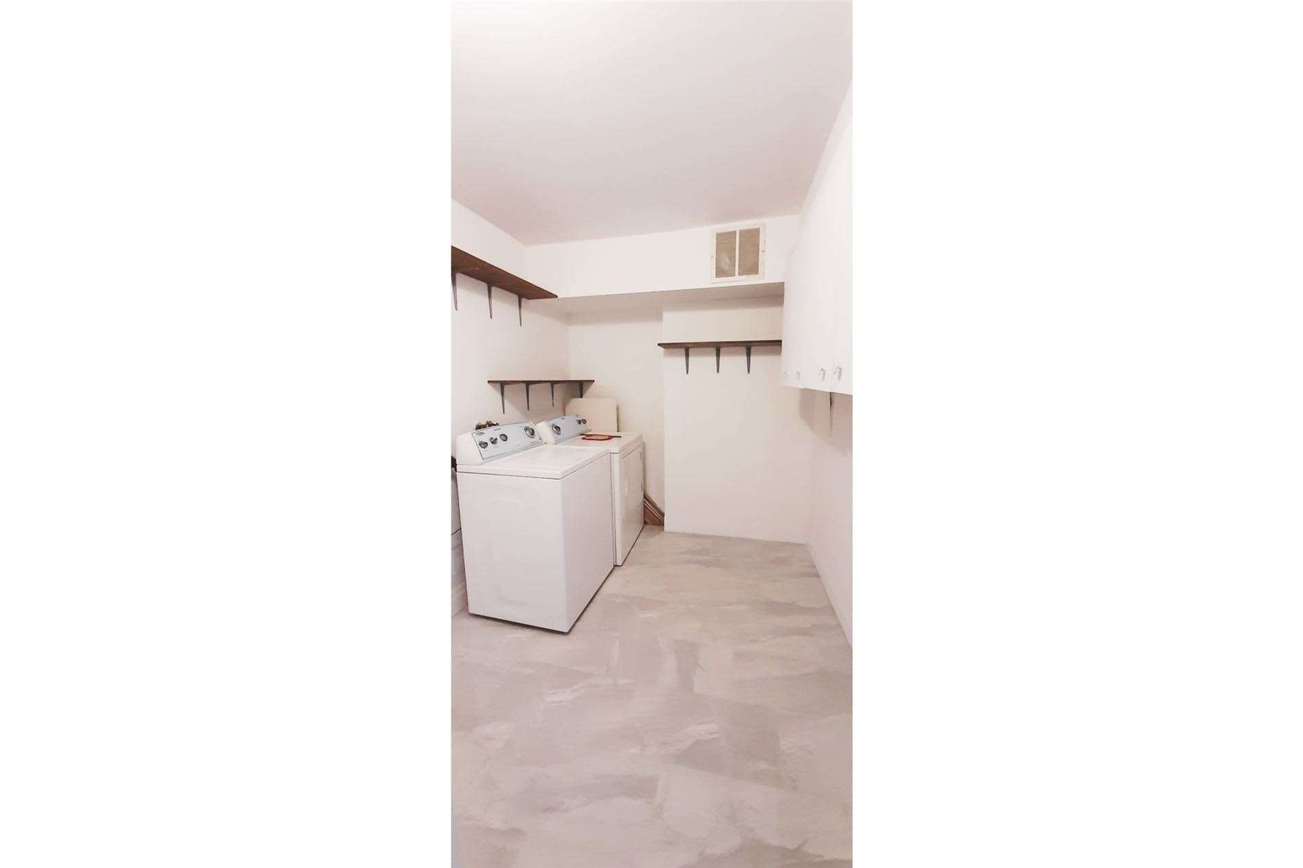 Condo Apt For Lease In Mississauga , 3 Bedrooms Bedrooms, ,2 BathroomsBathrooms,Condo Apt,For Lease,1901,Mississauga Valley