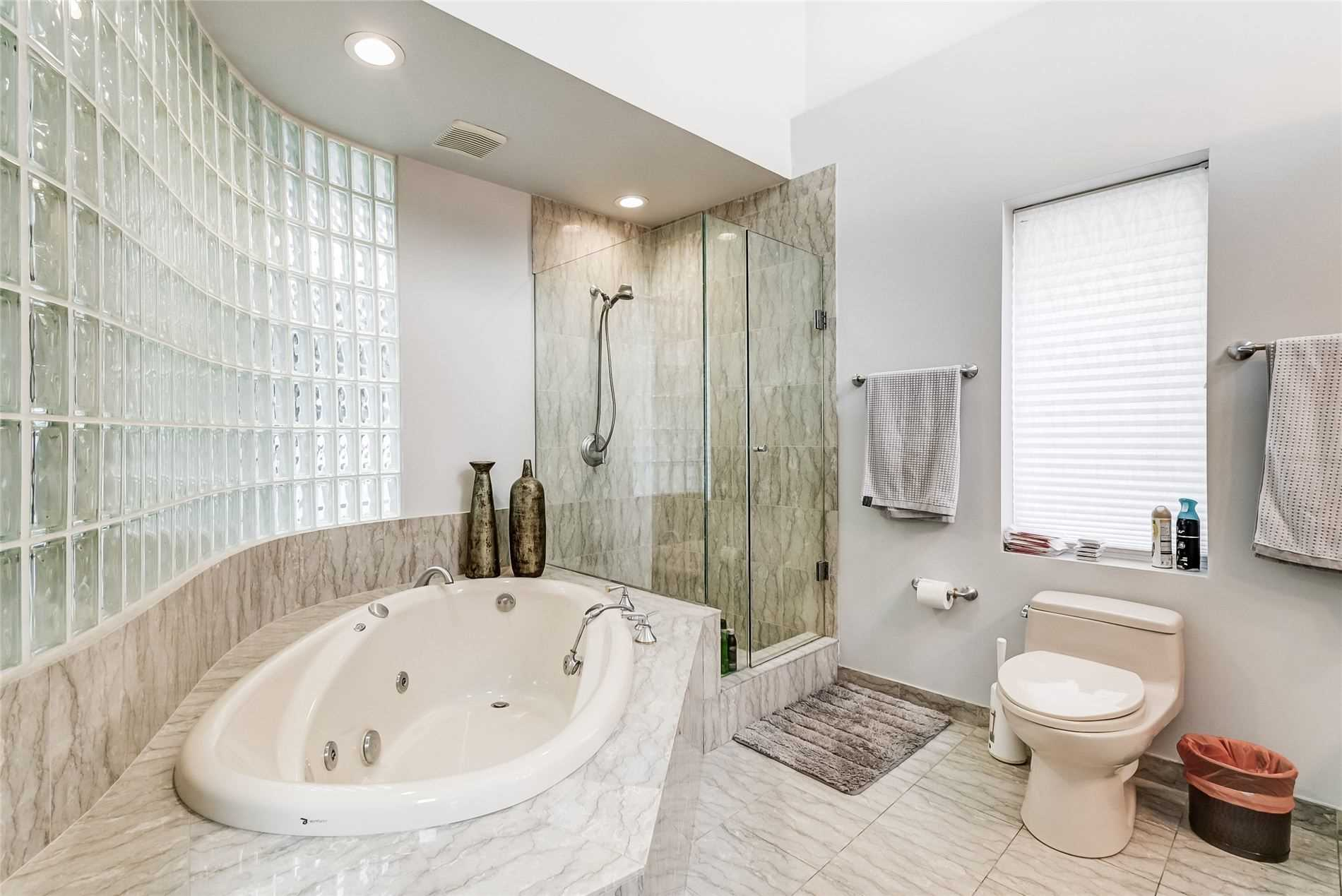 Commercial/retail For Lease In Toronto , ,2 BathroomsBathrooms,Commercial/retail,For Lease,Davenport