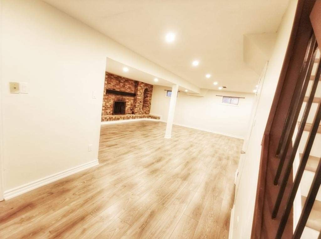 Semi-Detached For Lease In Toronto , 4 Bedrooms Bedrooms, ,3 BathroomsBathrooms,Semi-Detached,For Lease,Shootfield